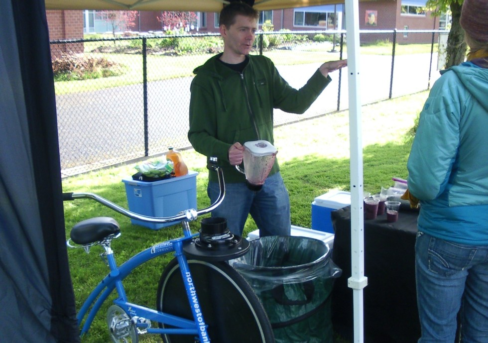 Smoothies via a pedal powered blender at Eugene Breakfast at the Bridges