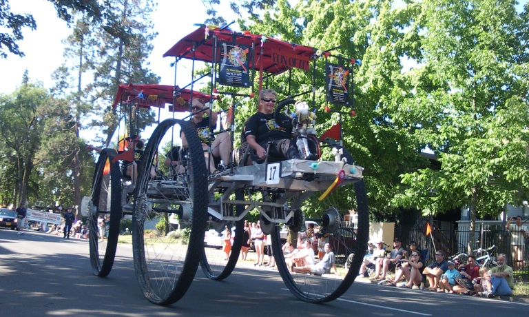 DaVinci Days machine in the Eugene Celebration Parade